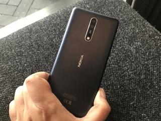 दो रियर कैमरे व स्नैपड्रैगन 835 प्रोसेसर वाला Nokia 8 लॉन्च