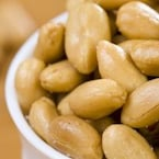 6 Amazing Reasons to Add Peanuts Along With Your Bowlful of Nuts!