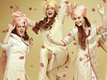 Video : Fun Begins With Kareena And Sonam's <i>Veere Di Wedding</i>
