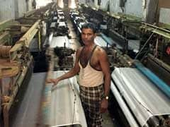 Why Surat's Textile Weavers Want To Return Home