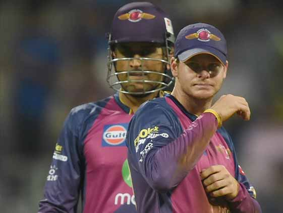 Watch: Smith Rushes to Dhoni For Advice Before Tense Final Over