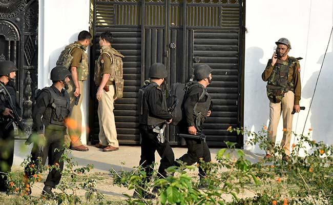 Lucknow Encounter: Cop Dialled Terror Suspect's Brother, Slid Phone Under Door To Him