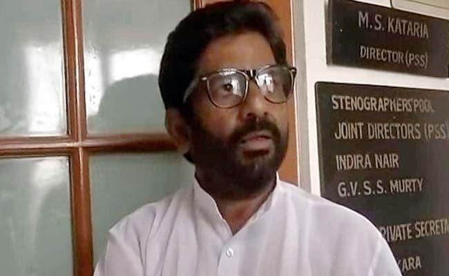 शिवसेना सांसद ने एयर इंडिया कर्मी को पीटने के बाद बघारी शेखी, '25 बार सैंडल से मारा...'