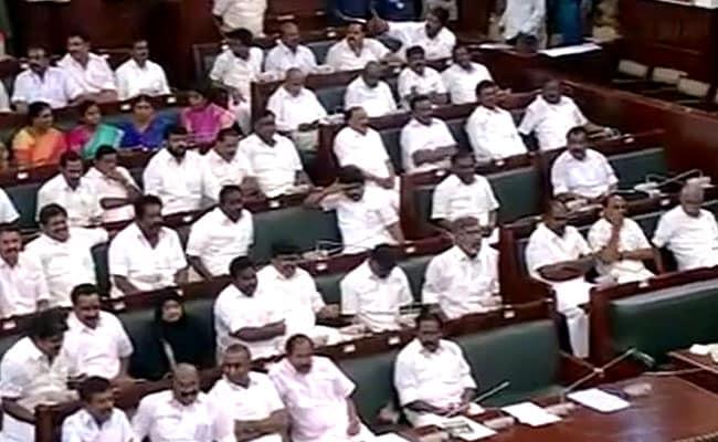 तमिलनाडु : पांच घंटे के भारी ड्रामे के बाद पलानीस्वामी ने 122 वोटों के साथ जीता विश्वासमत