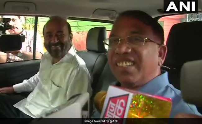 गोवा में कांग्रेस को झटका, अमित शाह से मुलाकात के बाद 2 विधायकों ने बीजेपी ज्वाइन करने का ऐलान किया