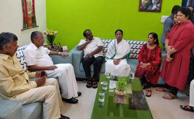 अरविंद केजरीवाल के समर्थन में आए 4 राज्यों के मुख्यमंत्री, PM के सामने उठाएंगे मुद्दा