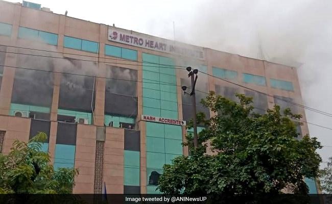 नोएडा के सेक्टर 12 में मेट्रो अस्पताल में लगी आग, मरीजों को बाहर निकाला जा रहा