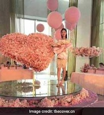 Man Gifts Girlfriend Bouquet Of Cash Worth Rs 35 Lakh