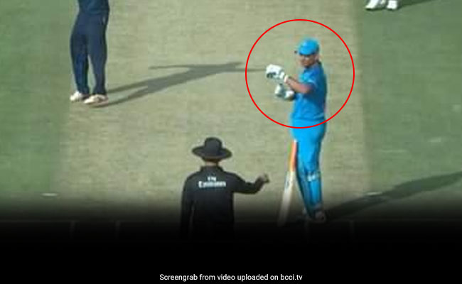 Dhoni Asks For Review Even Before Umpire Raises Finger, Gets It Bang On