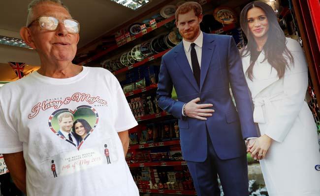 'Madhouse': Tourists Soak Up Royal Wedding Fever