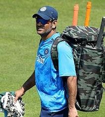 MS Dhoni Turns Mentor In Head Coach Ravi Shastri's Absence