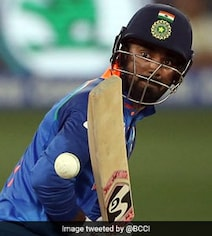 Twitter Rips Into KL Rahul For 'Wasting' Review, Points To Dhoni's Wicket