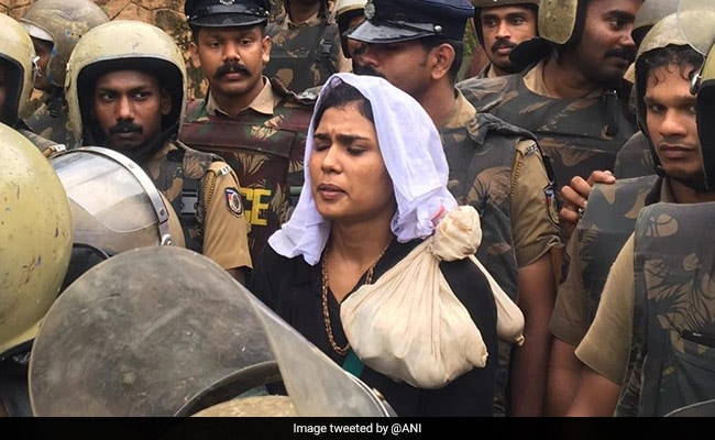Two women, stopped by protesters near Sabarimala shrine, agree to return amid threats by priests to shut temple