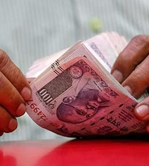 Rupee Breaches 70 Mark Against US Dollar For First Time Ever: 10 Points