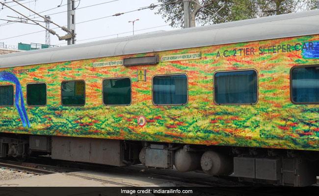 दिल्ली में दुरंतो में लूट: समय सुबह 3.30, नींद की आगोश में थे यात्री, हथियार संग चढ़े 5-10 बदमाश, और करने लगे लूटपाट