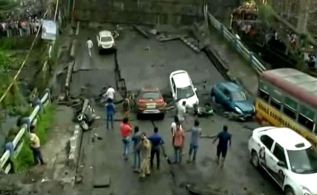Bridge collapses in Kolkata: कोलकाता के माजेरहाट में 40 साल पुराना पुल गिरा, 1 की मौत 19 लोग घायल