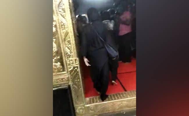 सबरीमाला मंदिर में टूटी सैकड़ों साल पुरानी परंपरा, 40 साल की दो महिलाओं ने प्रवेश कर बनाया इतिहास, देखें VIDEO