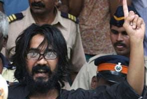 देशद्रोह का आरोप झेल रहे कार्टूनिस्ट असीम त्रिवेदी जेल से रिहा