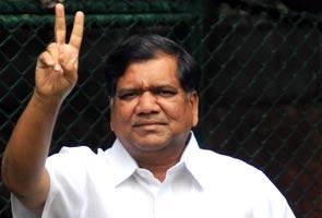 कर्नाटक : शेट्टार कर सकते हैं विधानसभा भंग करने की सिफारिश!