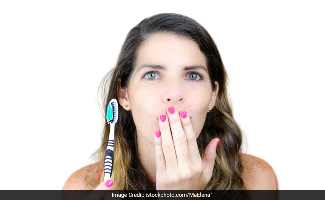12 Effective Home Remedies for Bad Breath