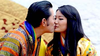 Video : Bhutan's royal couple seal it with a kiss