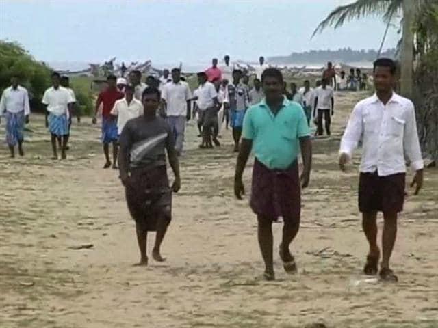Video : Tamil Nadu: farmers block power plant, demand compensation under new land law