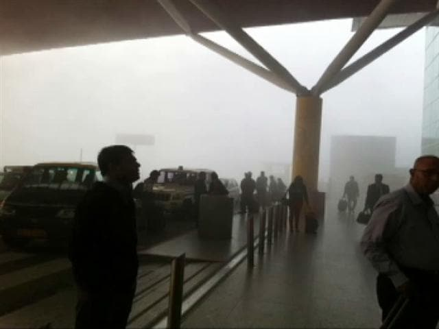 Video : Dense fog in parts of Delhi, all flight operations suspended at airport