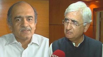 Video : Judges bill: It's Team Anna vs govt again