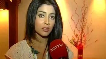 Video : अभिनेत्री श्रेया सरन पर हैदराबाद में हमला