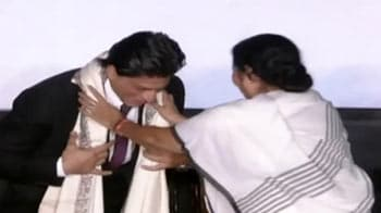 Mamata does a Modi, ropes in SRK as ambassador