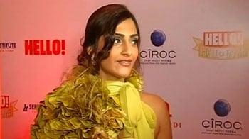 Video : Bollywood's Hello! to hi-fashion