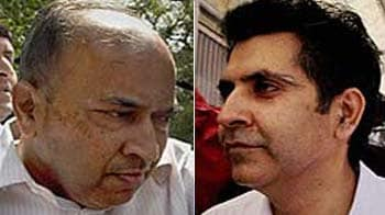 Video : 2G case: Five corporate executives walk out of Tihar after bail