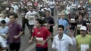 Videos : हाफ मैराथन में खूब दौड़ी दिल्ली