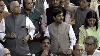 Video : FDI in retail: Opposition closes ranks; BJP to move adjournment motion today