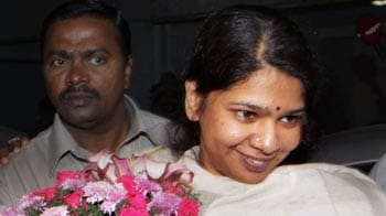 Video : Kanimozhi leaves jail, greeted by fireworks at home