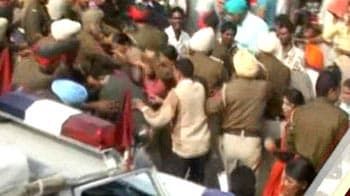 Video : Police lathicharge protesting teachers in Punjab