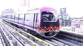 Video : Bangalore metro stops because of plastic bag on tracks