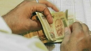 Video : Rupee hits all-time low of 52.84 against dollar