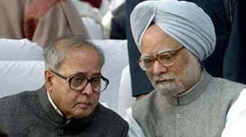 Video : Lokpal row: PM holds high-level meet, Pranab briefs Cabinet