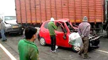 Video : 10-car crash on Greater Noida Expressway