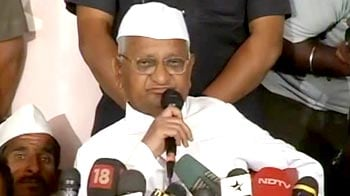 Video : Anna to reach Mumbai today; one lakh volunteers sign up for 'jail bharo'