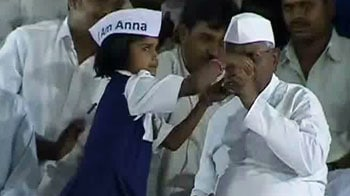 Video : Anna ends fast, cancels jail bharo agitation