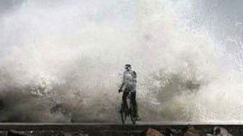 Video : Coastal Andhra, Tamil Nadu brace for cyclone Thane