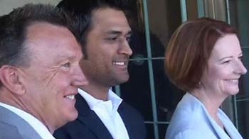 Video : 'No invitation' to the support staff by Australian PM irks Dhoni
