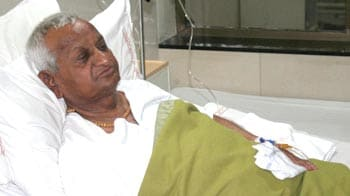 Video : Anna in hospital, says don't worry, I am fine
