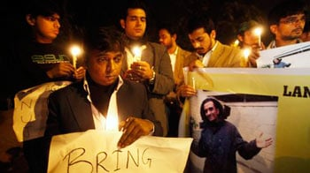Video : Candlelight vigil held for Anuj Bidve in UK