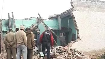 Video : 5 dead, 4 injured in Delhi building collapse