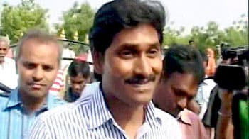 Video : Ahead of his fast in Telangana, stones pelted at Jagan's convoy
