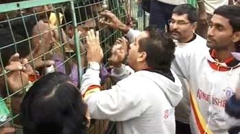 Video : Angry fans lock East Bengal players inside the ground after defeat
