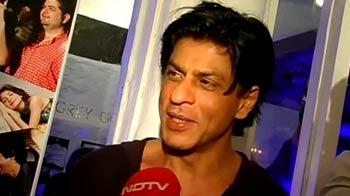 Are SRK's friends ignoring him?